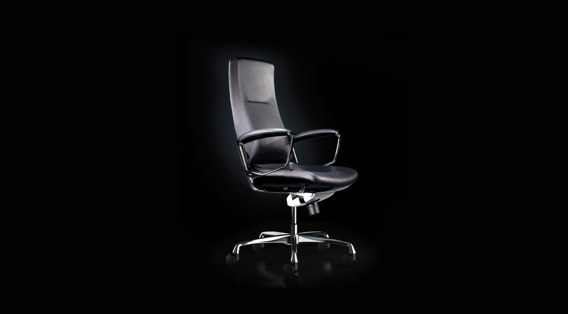 Medium back of Liven office chair in black leather. Chrome aluminium base.